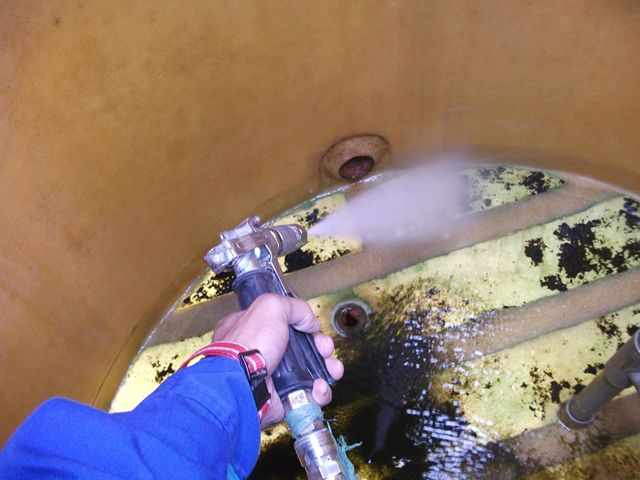 貯水槽清掃【藻の発生】