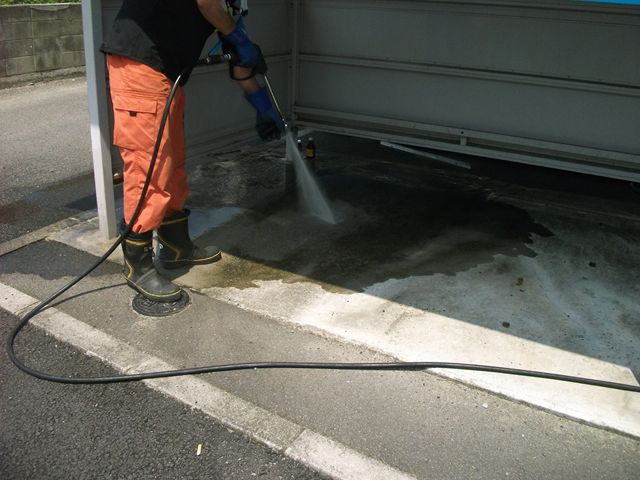 高圧洗浄で屋外共有部清掃