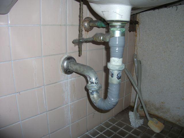 トイレ手洗い排水管水漏れ修理