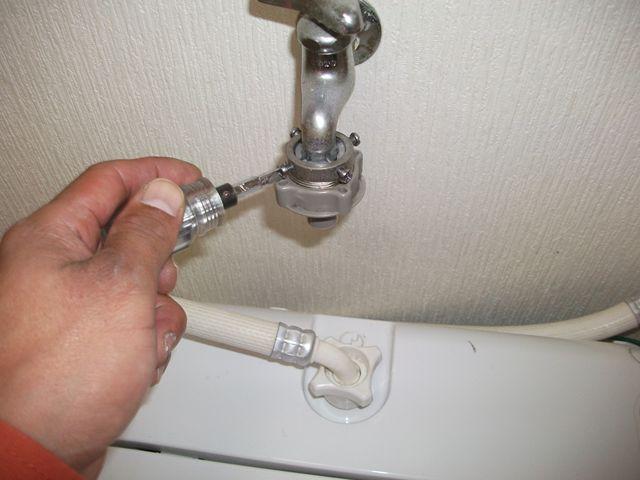 洗濯機 給水ホース取付け