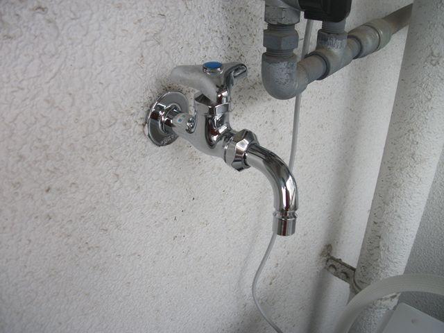 ベランダ蛇口の水漏れとサビつき