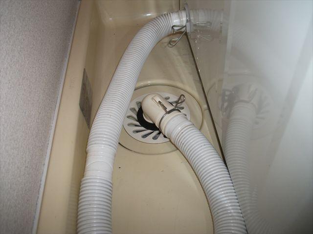 洗濯排水トラップエルボ取付