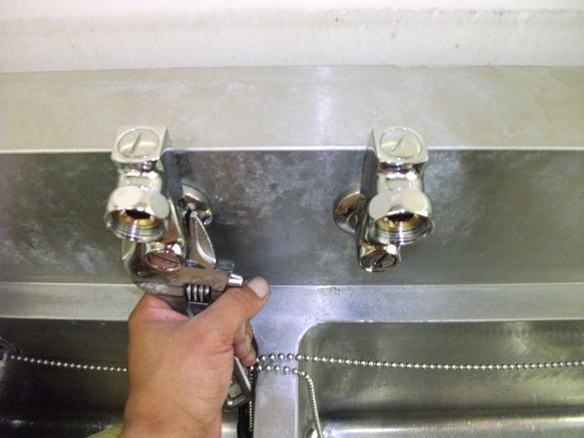 シンク蛇口水漏れ修理【2ハンドル混合水栓】