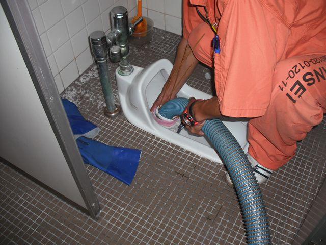 和式トイレ詰まり修理【加圧→吸引】