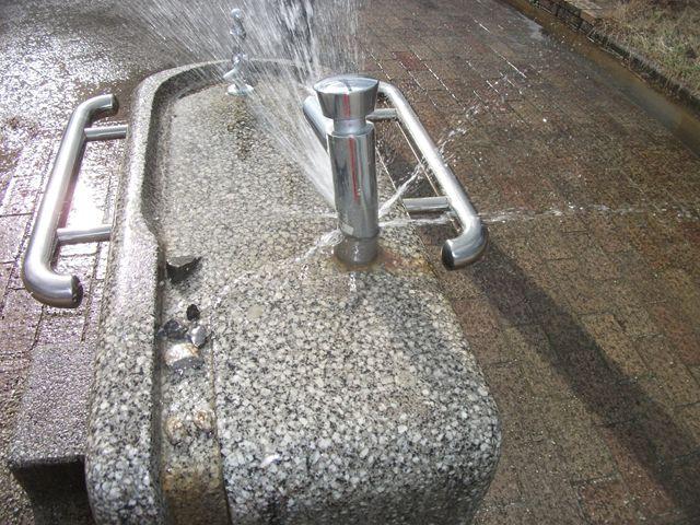 公園 水飲み場漏水修繕