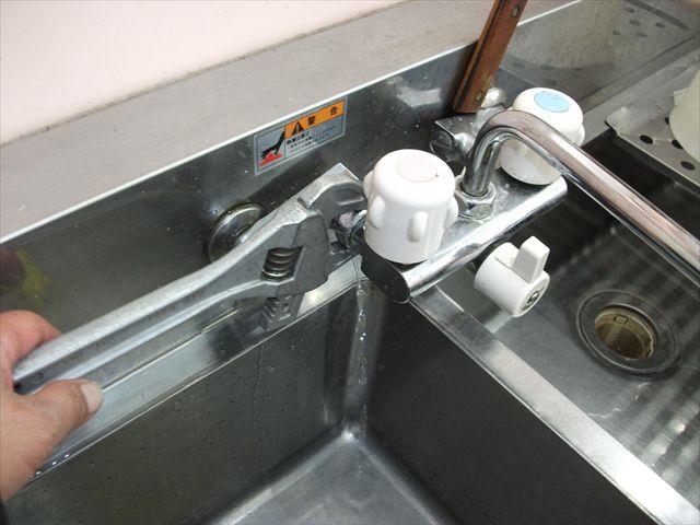 Wシンク 流し蛇口水漏れ修理