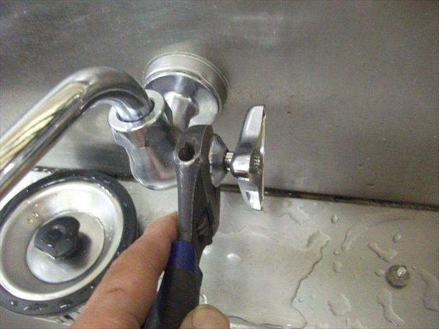 Wシンク流し蛇口水漏れ調査