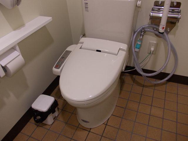 洋式トイレ便座蓋取替え修理