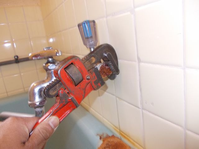 風呂給水管水漏れ修理【その1】