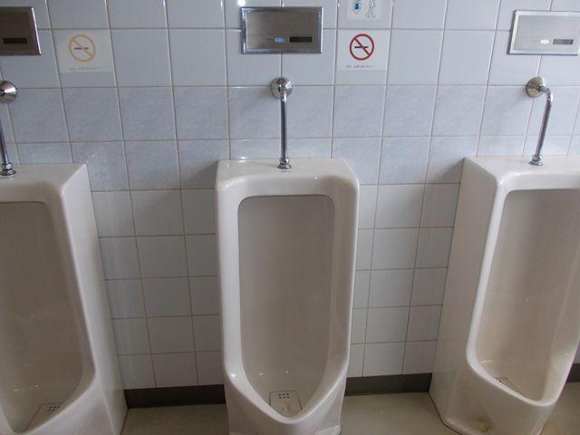 男子小便器 自動洗浄装置 水漏れ修理