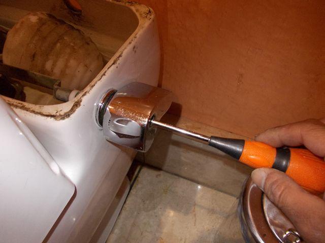 洋式トイレ レバーハンドル不良調整修理