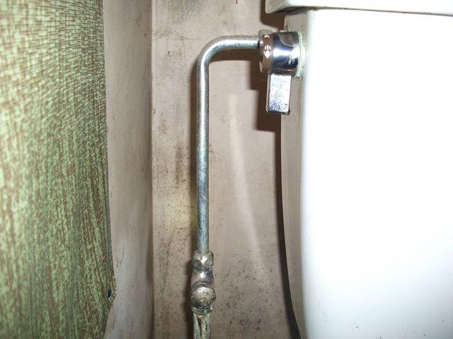 トイレ給水管水漏れ修理